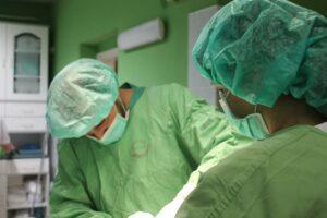 Műtét közben a Szent Bernát Kisállat-ambulanciában